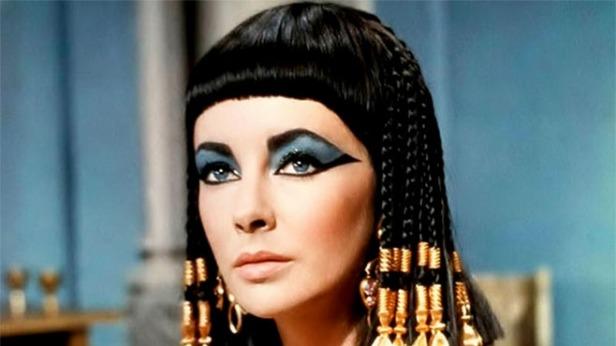 Cleopatra tallada en las paredes de las pirámides, illustrada e interpretada en el cine