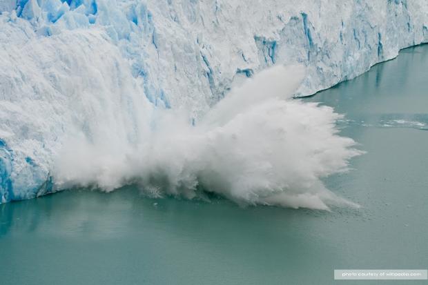 Perito_Moreno_Glacier_ice_fall.jpg