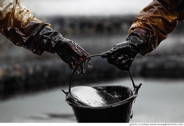 Qué es, cómo se obtiene y cuáles son los usos del oro negro del mundo? www.20minutospordia.com