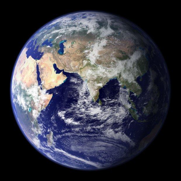 El conjunto de gases que forman la atmósfera protejen a la tierra de los rayos ultravioletas del sol